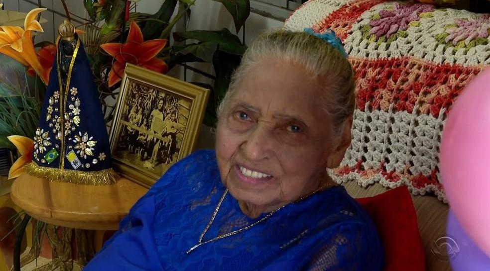 Vó Margarida comemorou 112 anos em Cerro Largo neste domingo (23) — Foto: Reprodução/RBS TV