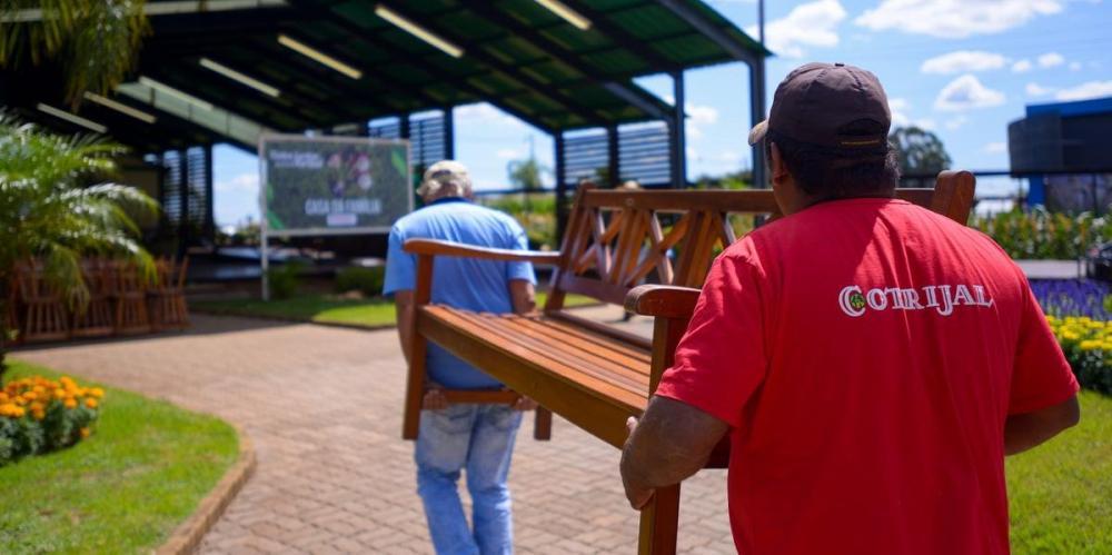 Funcionários preparam o parque para a exposição | Foto: Expodireto Cotrijal / Divulgação / CP