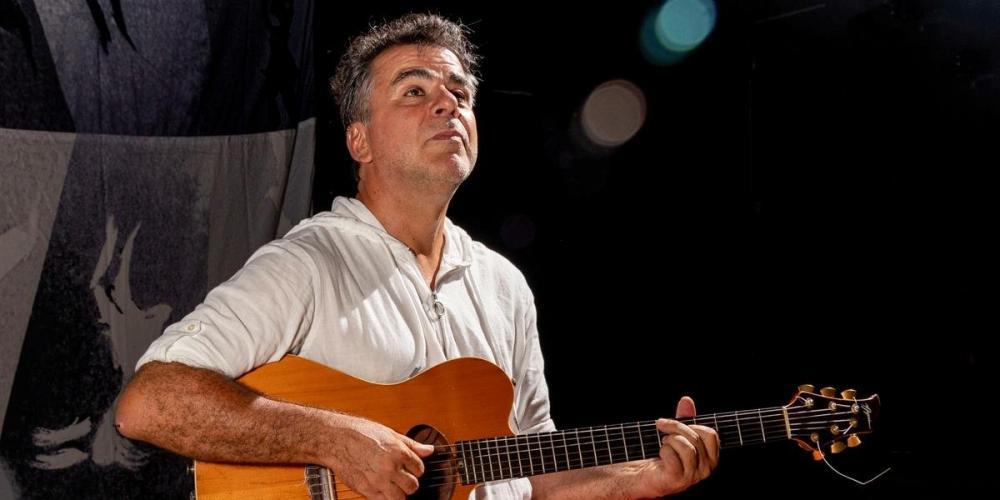 Villeroy faz retrospectiva de sua carreira em show em Porto Alegre