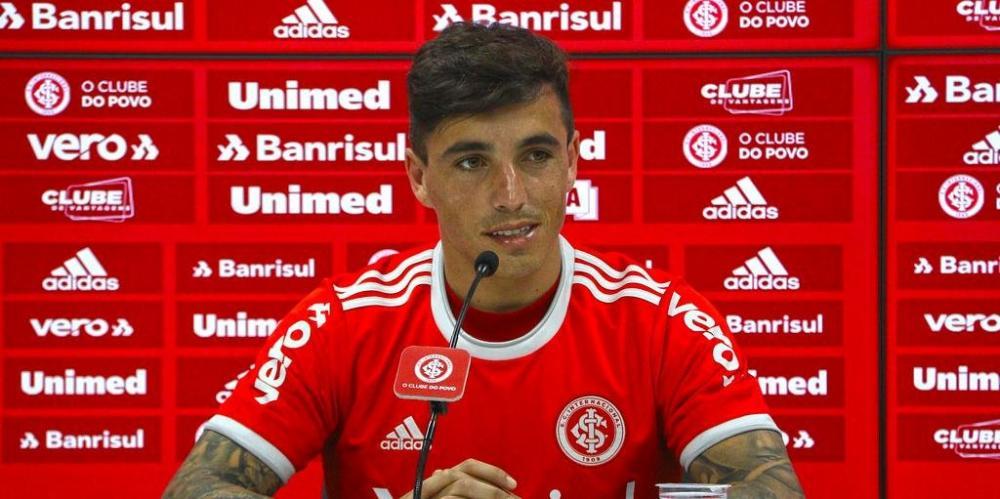 Saravia afirmou ser um jogador ofensivo e que gosta do esquema utilizado por Eduardo