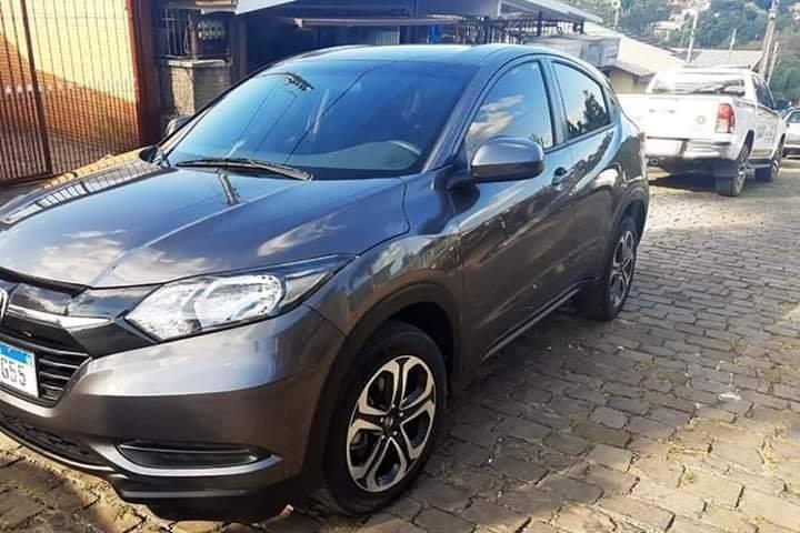 Quatro pessoas com veículos roubados são presas pela Brigada Militar em Caxias do Sul