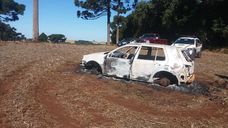 O carro do morador de Soledade, Denilso Silva, vítima de um latrocínio em Arvorezinha, foi localizado abandonado e incendiado no interior de Àgua Santa