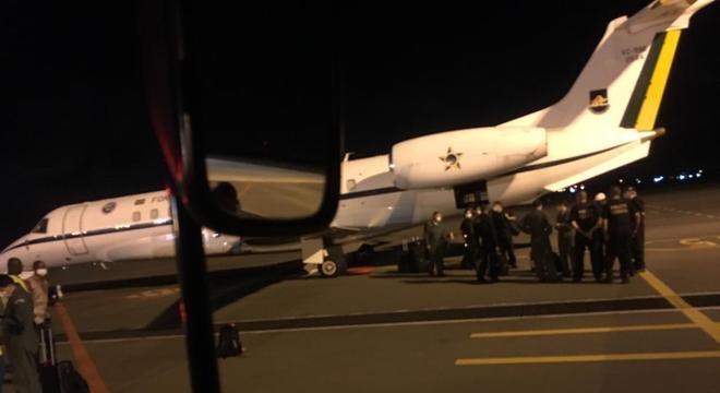 Expulso de Moçambique, Fuminho vem para o Brasil em avião da FAB
