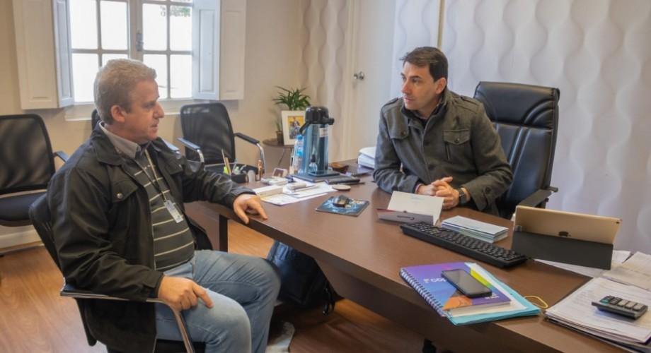 Prefeito Iura Kurtz recebeu em seu gabinete o facilitador da Coprel, Luis Fernando Volpato, que detalhou o projeto (Foto: Divulgação/PM Marau)