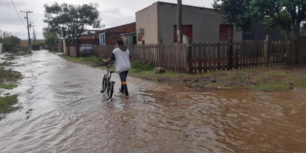 Acúmulo de água foi registrado em vários bairros da cidade nesta quinta-feira | Foto: Jairo de Souza / Divulgação / CP