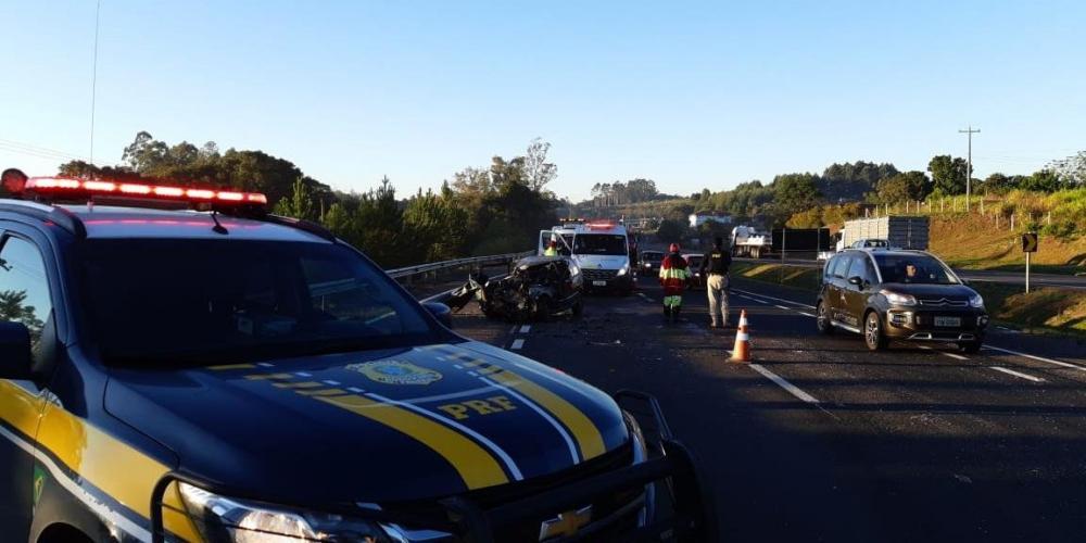 Acidente de trânsito causa a morte de duas pessoas na BR 386, em Estrela