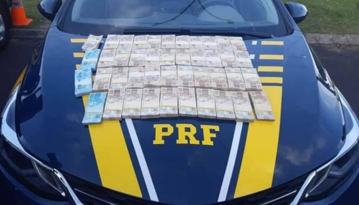 PRF apreende mais de 230 mil reais sem comprovação de origem em Osório