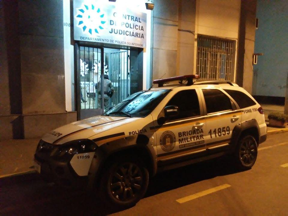 Homem que mantinha crianças em cárcere privado morre em confronto com policiais em São Borja