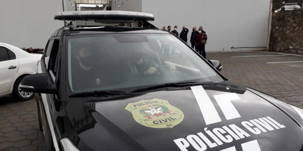 Agentes cumpriram 69 mandados de busca e apreensão em oito cidades, além do bloqueio de valores e sequestro de veículos | Foto: Polícia Civil-SC / Divulgação / CP