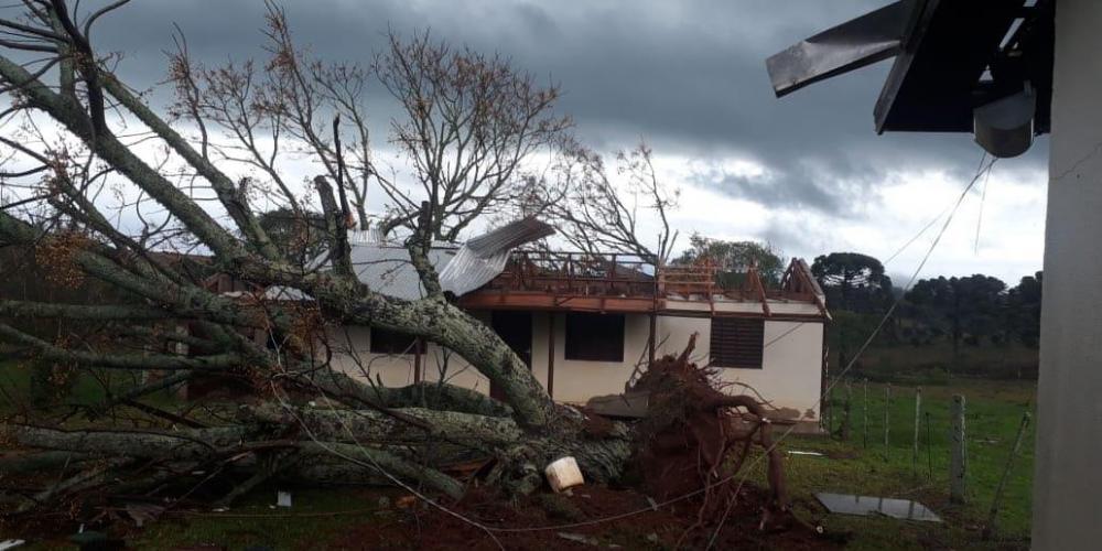 Residência localizada no interior de Vacaria sofreu transtornos por causa do vendaval | Foto: João Ernani Duarte / Divulgação / CP