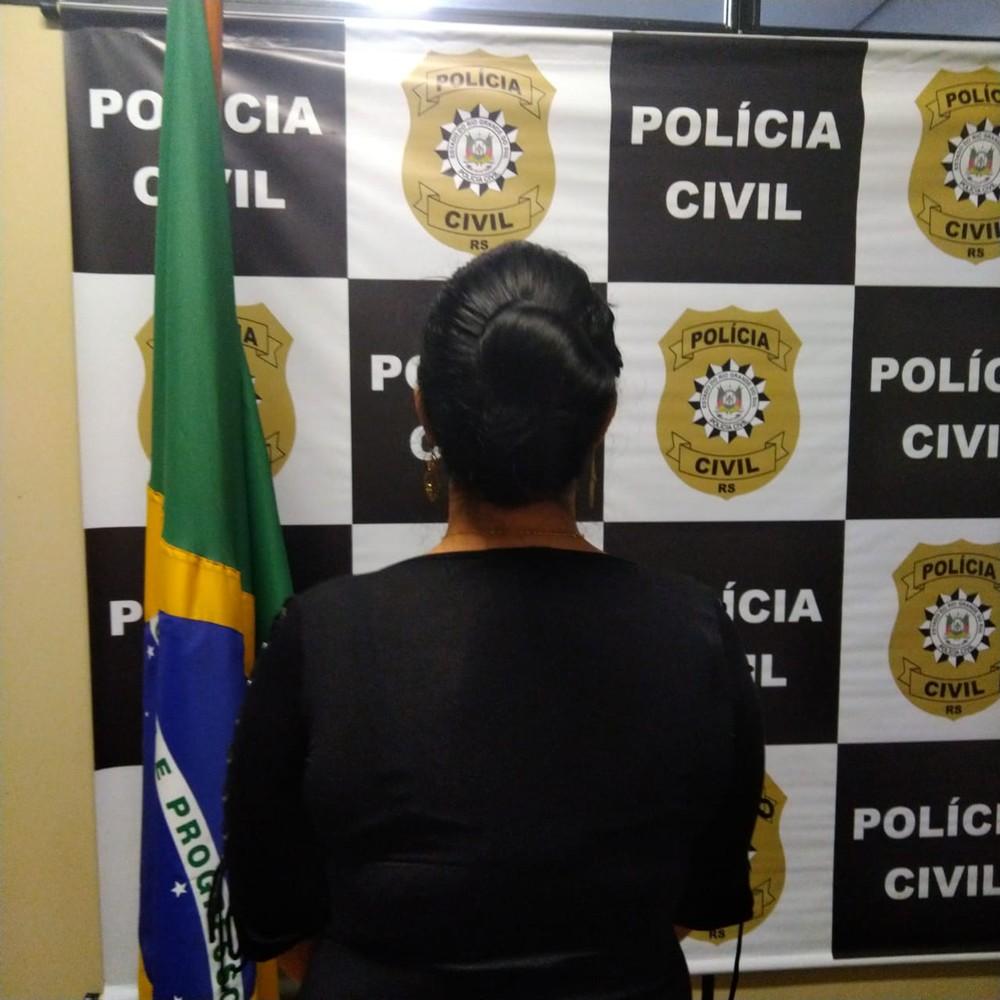 Mulher foi presa nesta sexta (13) em Gravataí — Foto: Divulgação/Polícia Civil