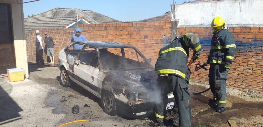 Veículo sofre possível pane elétrica é fica em chamas no bairro Ipiranga em Soledade