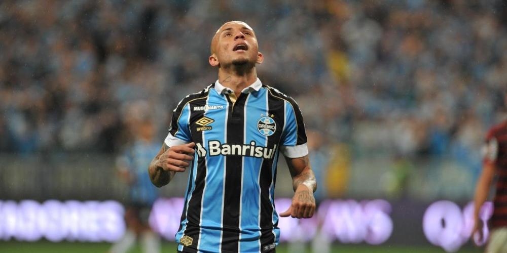 Everton teve a sua chance de marcar contra o Flamengo, mas parou na defesa de Diego Alves   Foto: Ricardo Giusti