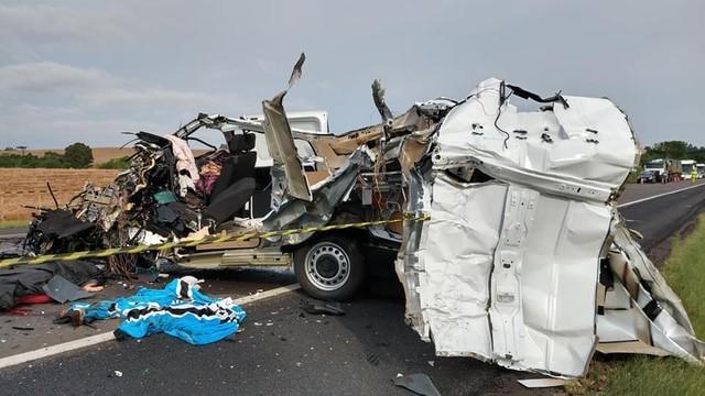 Homem morre e mais de 40 passageiros ficam feridos em acidente com ônibus na BR 386