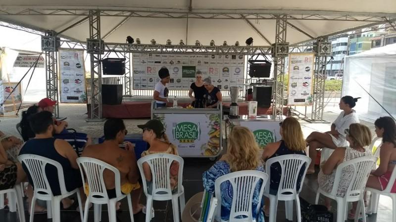A primeira oficina foi sobre preparo de suco de açaí juçara com maracujá - Foto: Alessandra Gomes/Stas