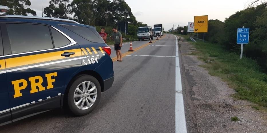 Trecho no km 537 foi totalmente bloqueado após asfalto ceder em dispositivo de drenagem   Foto: Polícia Rodoviária Federal / Divulgação / CP
