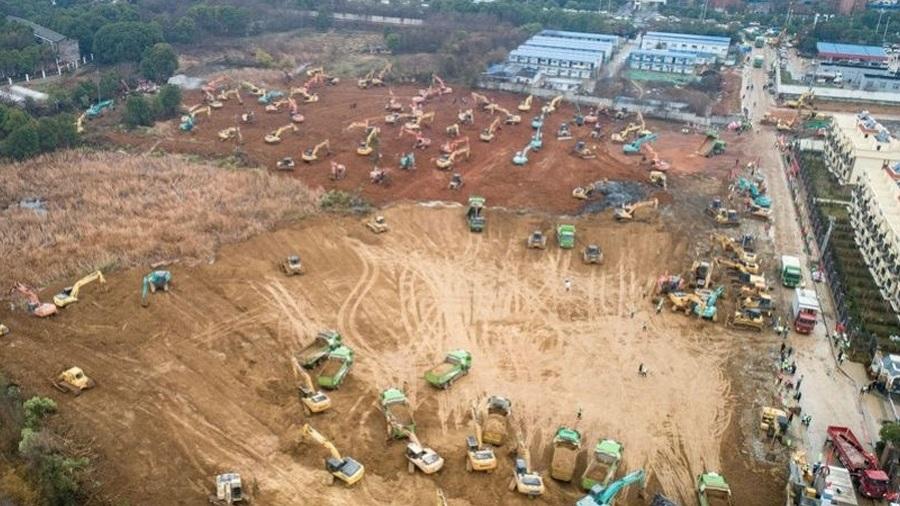 Hospital está sendo construído em Wuhan para tratar pacientes com coronavírus Imagem: Reprodução/Twitter/Xinhua